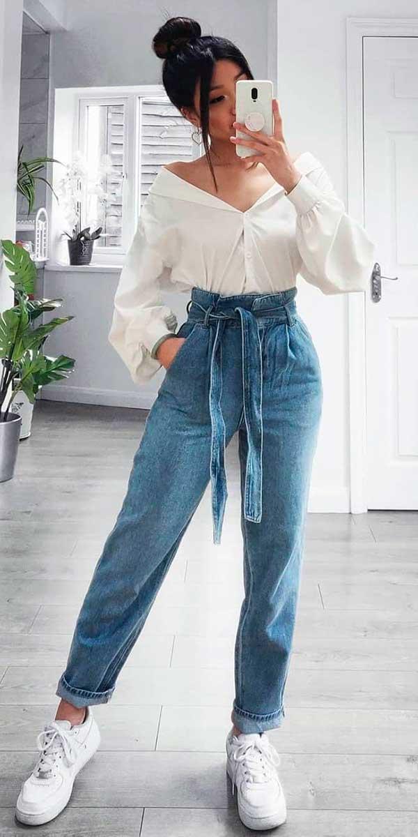 calças de estão bombando, camisa branca e clochard jeans