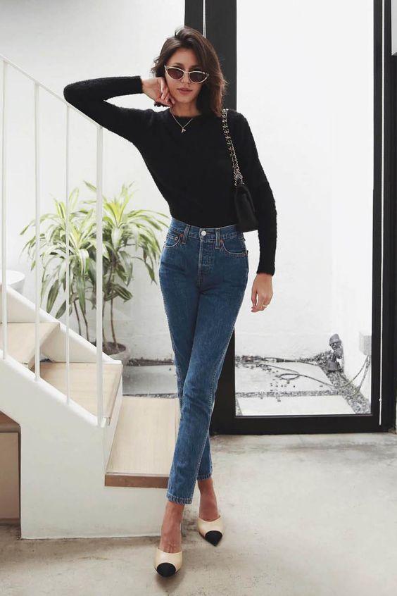 combinacoes minimalistas, blusa de gola alta e calça jeans