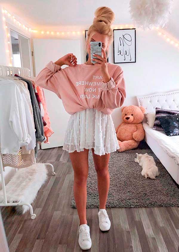 Lisa Rosii, vestido branco rosado, e moletom rosa