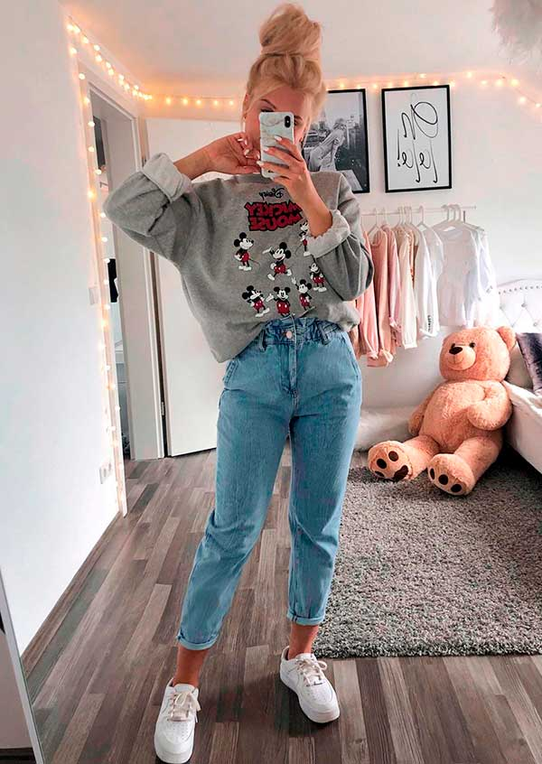 Lisa Rosii, moletom cinza e mom jeans destroyed