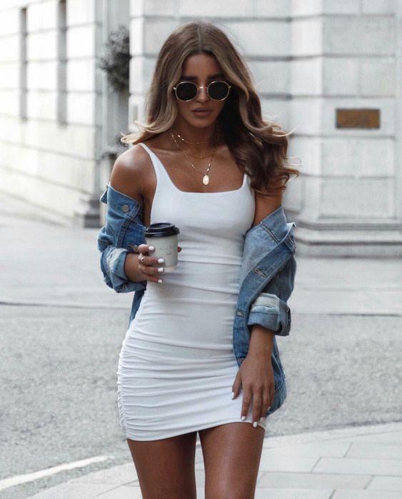 tubinho branco e jaqueta jeans