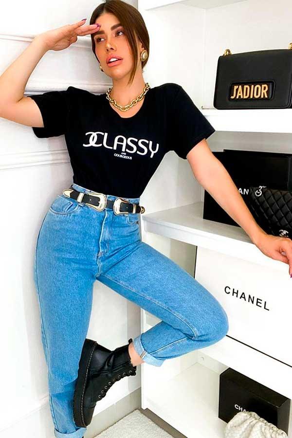 cool com t-shirt, t-shirt, mom jeans e coturno