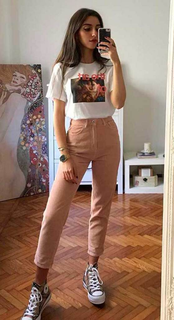 cool com t-shirt, t-shirt, calça rosa e all star