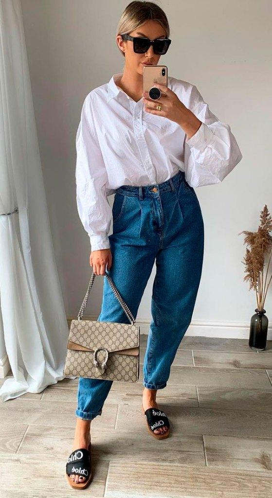 calça slouchy jeans e camisa branca com mangas bufantes