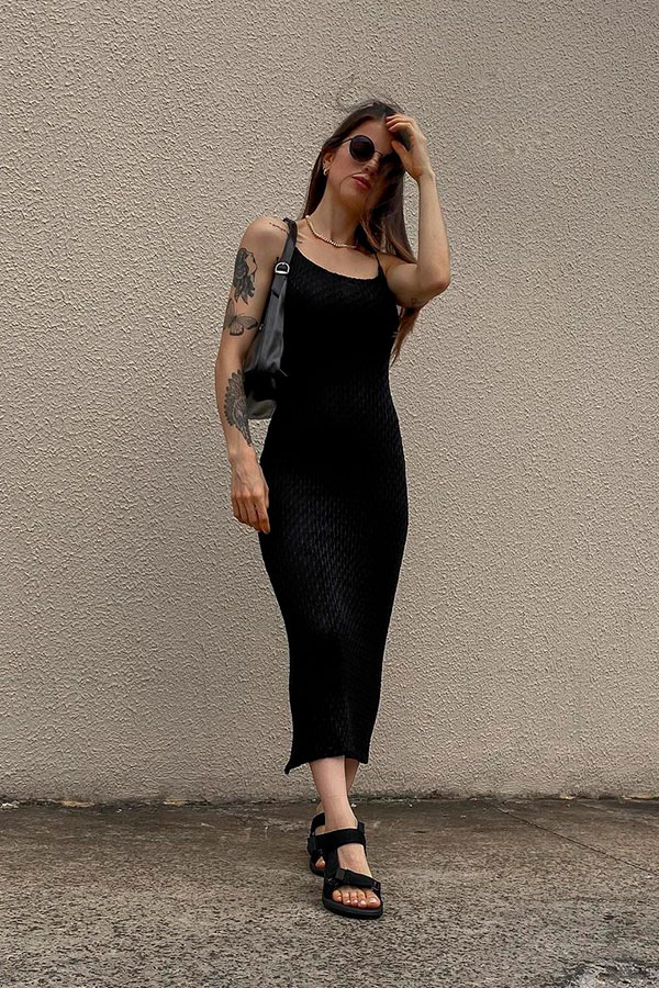 sandálias para o verão, vestido midi preto e papete