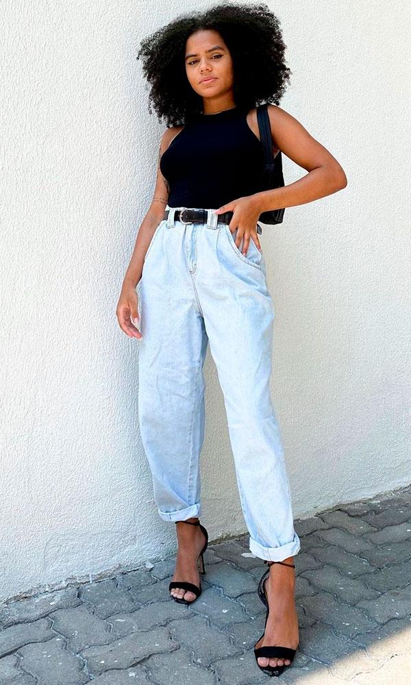 looks basiquinhos, regata preta, slouchy jeans e sandália de duas tiras