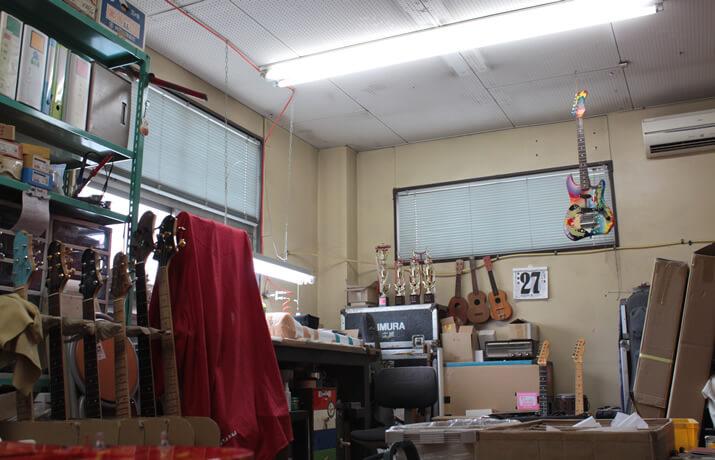 Sugi Guitars:セットアップ部屋