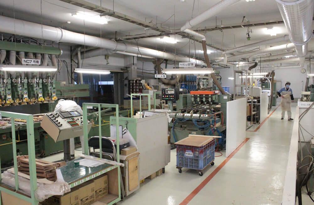 ネックの加工場