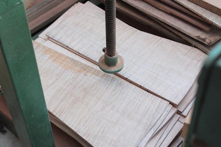 バック材に貼り合わせる前のトップ材