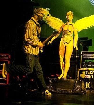 kurt-cobain-guitar-rigs-live