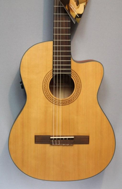 a Mancha Rubi CMCW Konzertgitarre mit PU