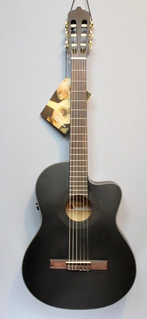 La Mancha Rubi CMCW blk Konzertgitarre mit PU