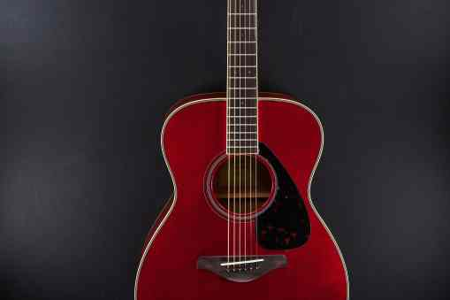 Yamaha FS820 Ruby red