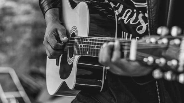 Guitar 3291890 1280