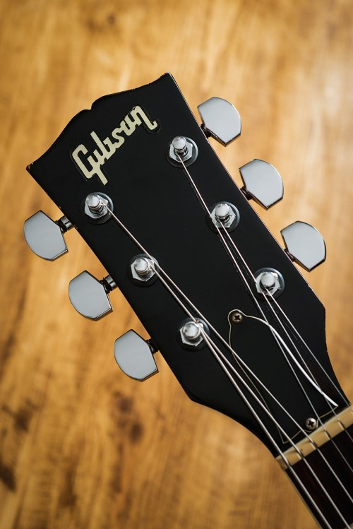 small resolution of the junior special standard and custom models all acquired the new look and for a while the les paul name was retained however les himself didn t take to