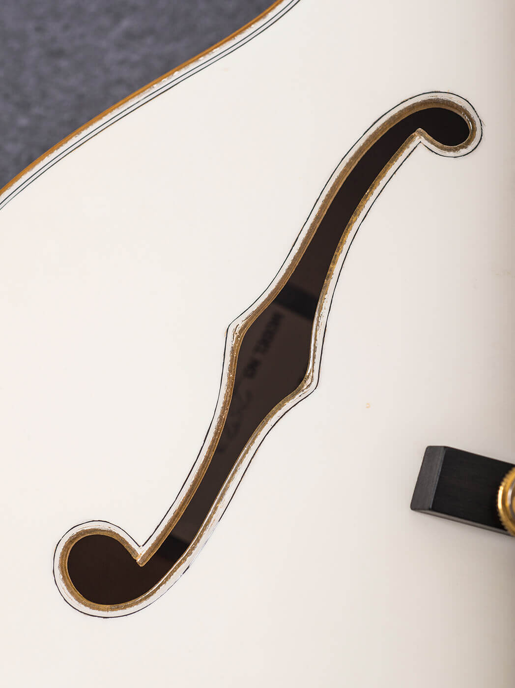 hight resolution of f hole on white falcon gretsch