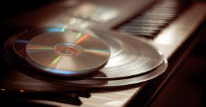 Si vous avez mon âge, votre grand-mère ne connaissait pas les disques dans sa jeunesse, vos enfants ne se servent probablement déjà plus d'un lecteur CD.