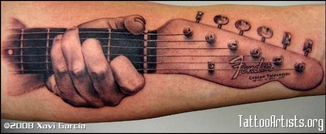 3 Fender Stratocaster