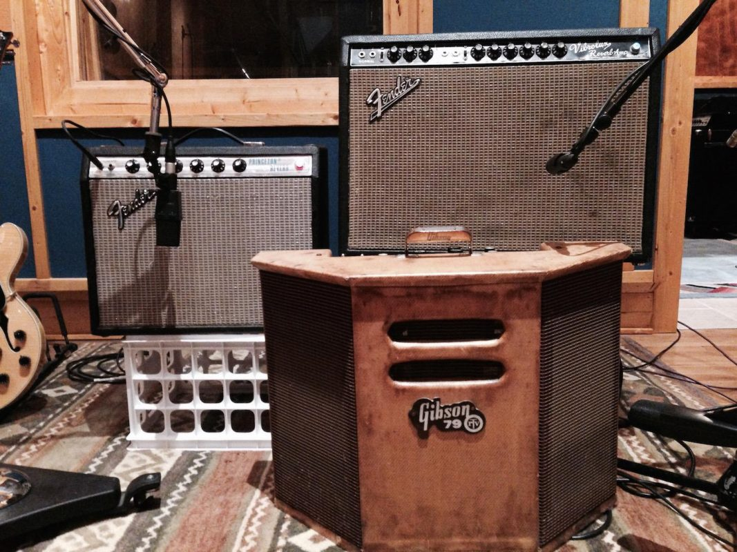 how to mic a guitar amp like a pro. Black Bedroom Furniture Sets. Home Design Ideas