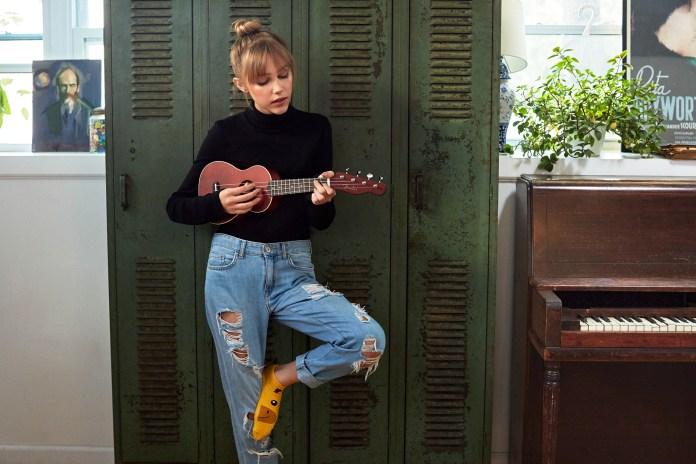 Grace VanderWaal Fender Venice Ukulele, Natural 4