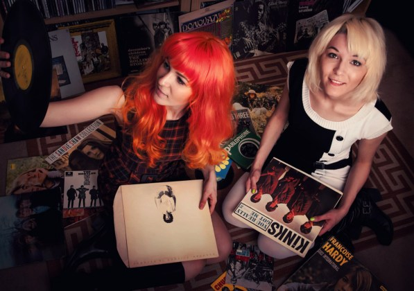 MonaLisa Twins with vinyl reords