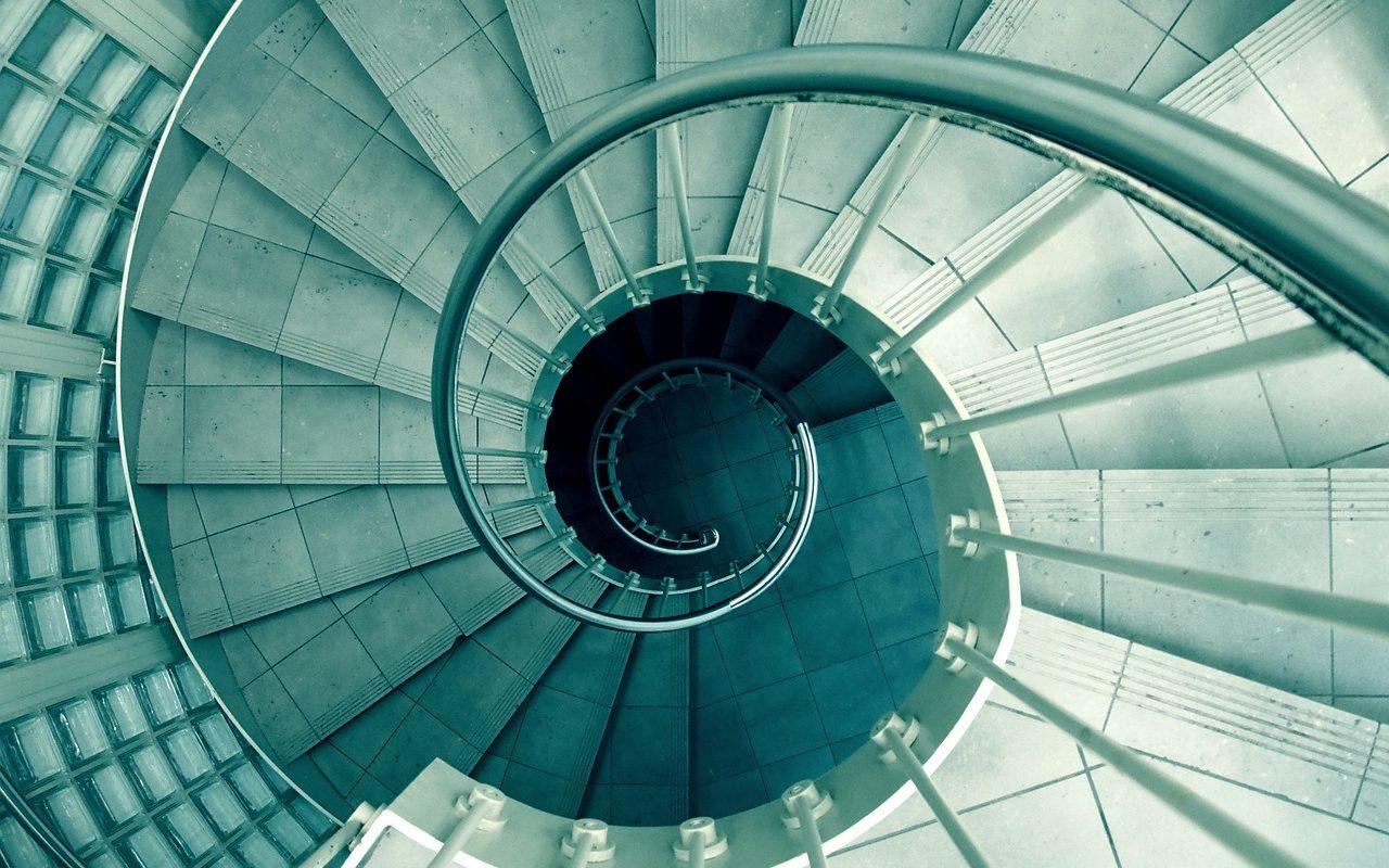循環する階段