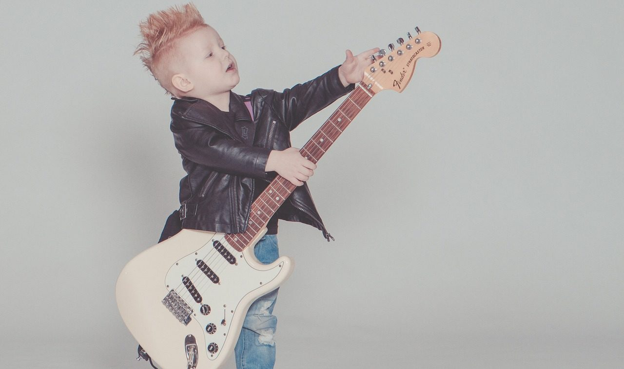 ギター初心者の男の子