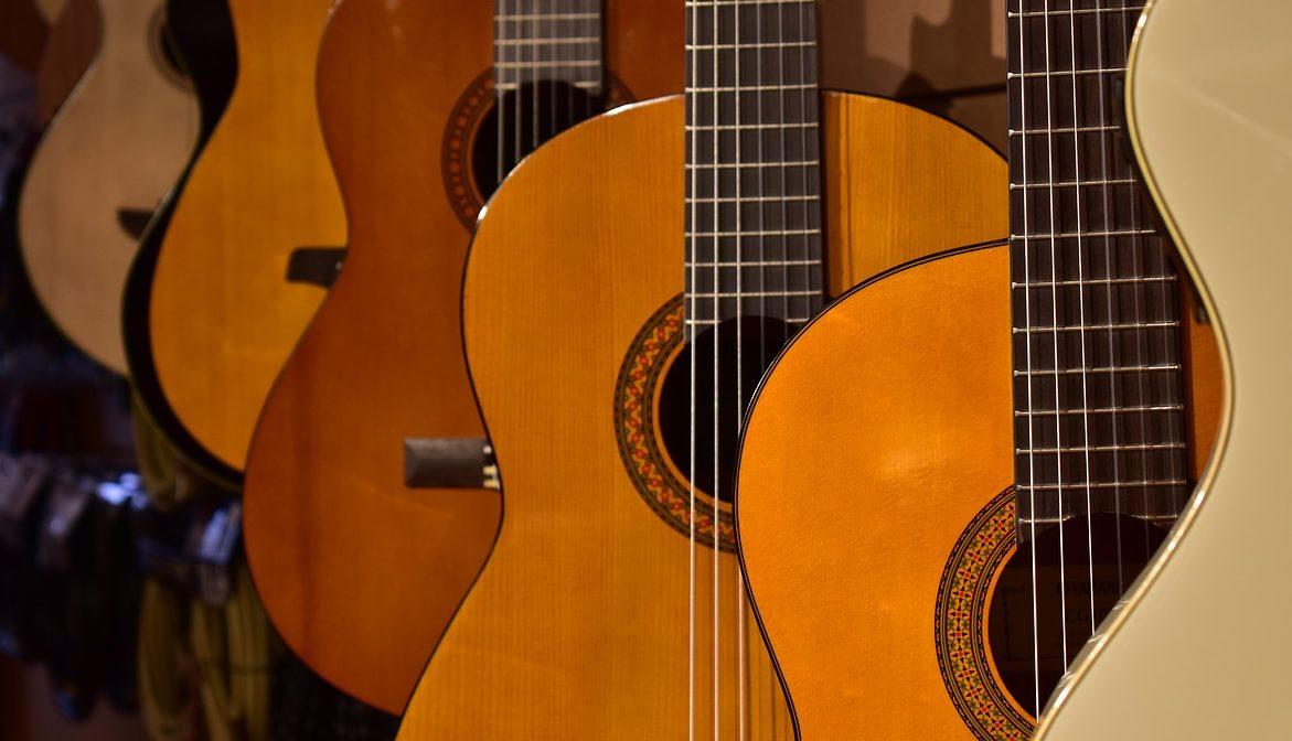 ソロギターに適したアコギとクラシックギター