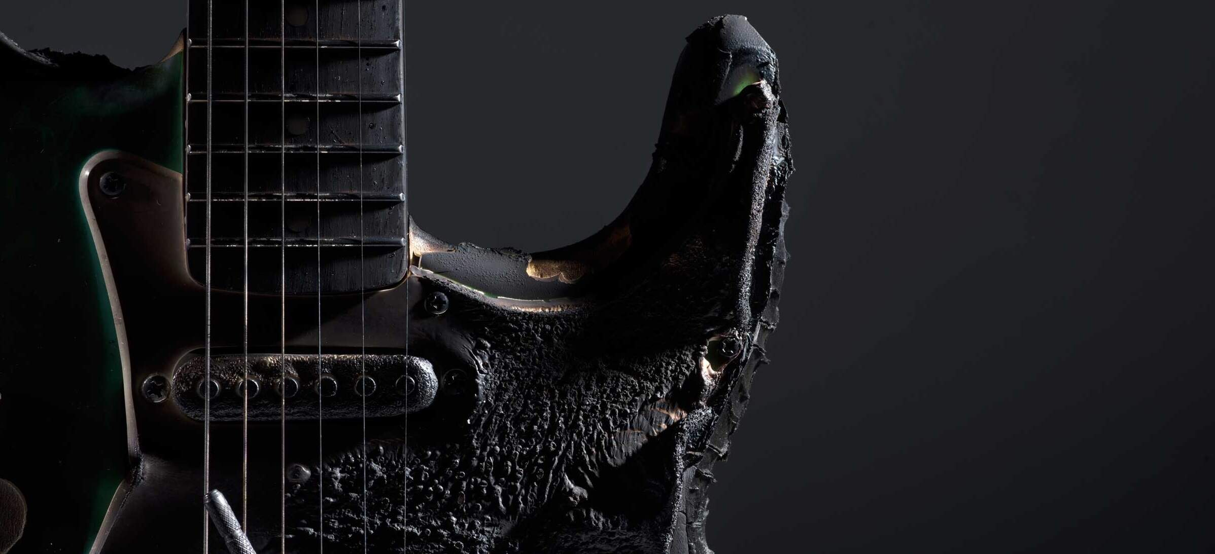 Guitarra carbonizada