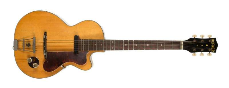 Foto da primeira guitarra do guitarrista dos Beatles, George Harrison.