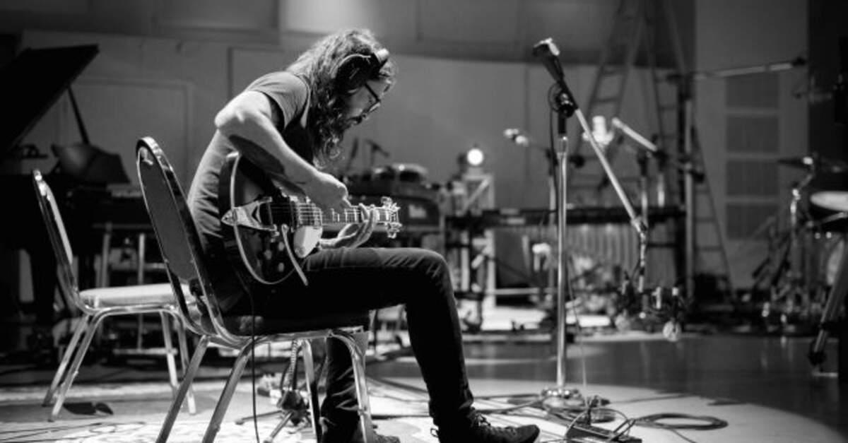 Dave Grohl no minidocumentário Play