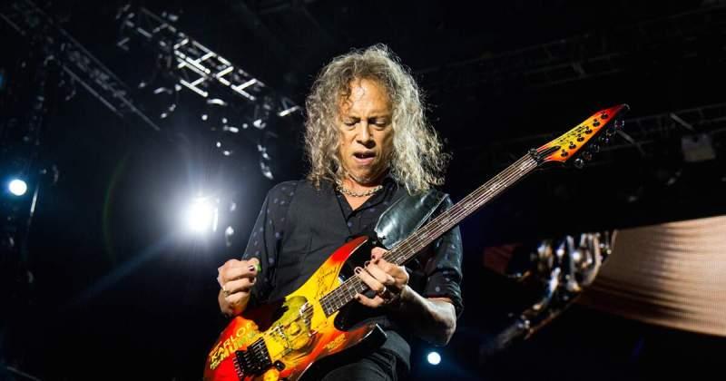 Kirk Hammett com um wah-wah