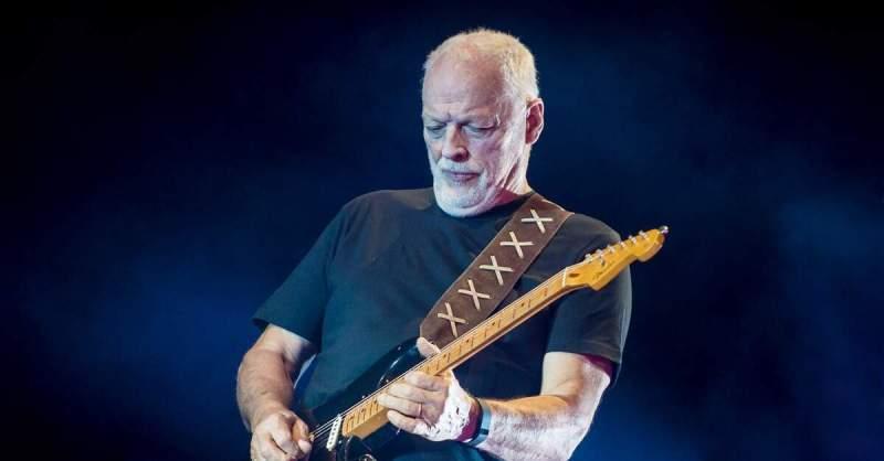 David Gilmour empunhando a Black Strat