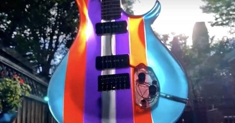 Guitarra feita de resina epóxi