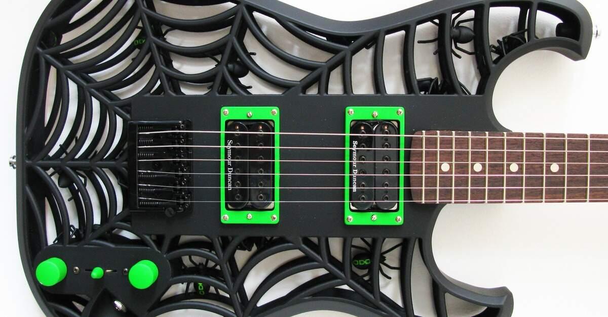 Guitarra com aranhas