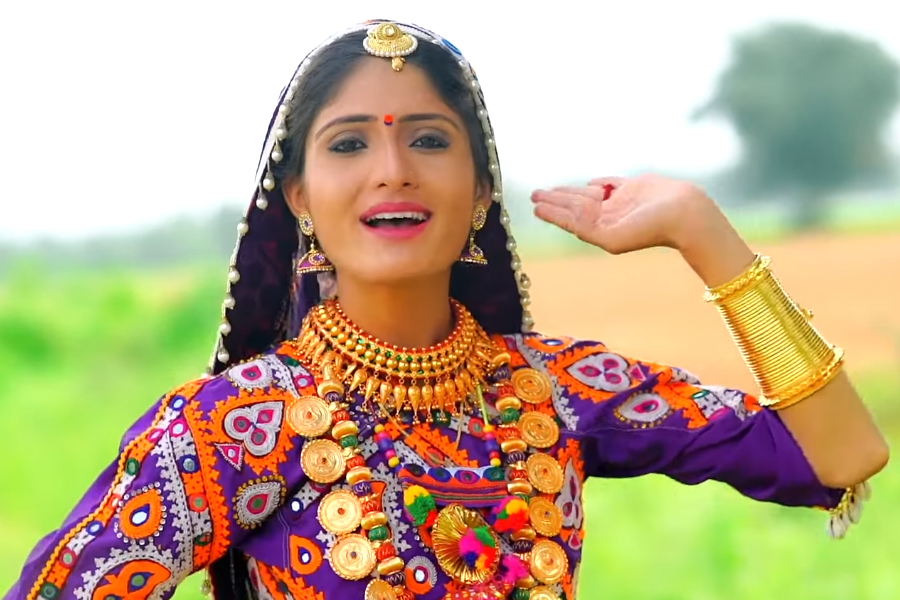 Geeta Rabari Age, Height, Biography, Boyfriend, Weight, Family, Photo, Wiki, song, video