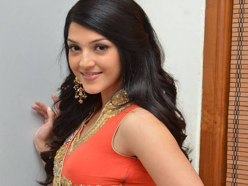Mehrene Kaur PirzadaAge, Height, Biography, Boyfriend, Weight, Family, Photo, Wiki, video, hot, pic, serials, movie, dance