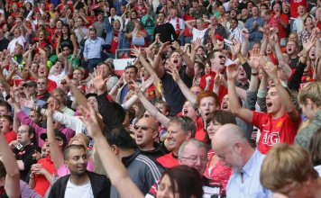 United fans celebrate via redmancunian.com