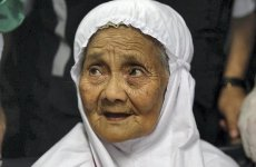 Saudi official welcomes 104-year-old woman as special guest for hajj