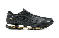 The Lamborghini Mizuno Wave Tenjin 3 running shoe is here