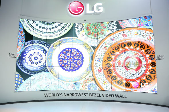 Global launch of World27s Narrowest Bezel Video Wall by LG 28229 (2)