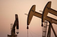 Oil expected to remain below $60 per barrel in 2017