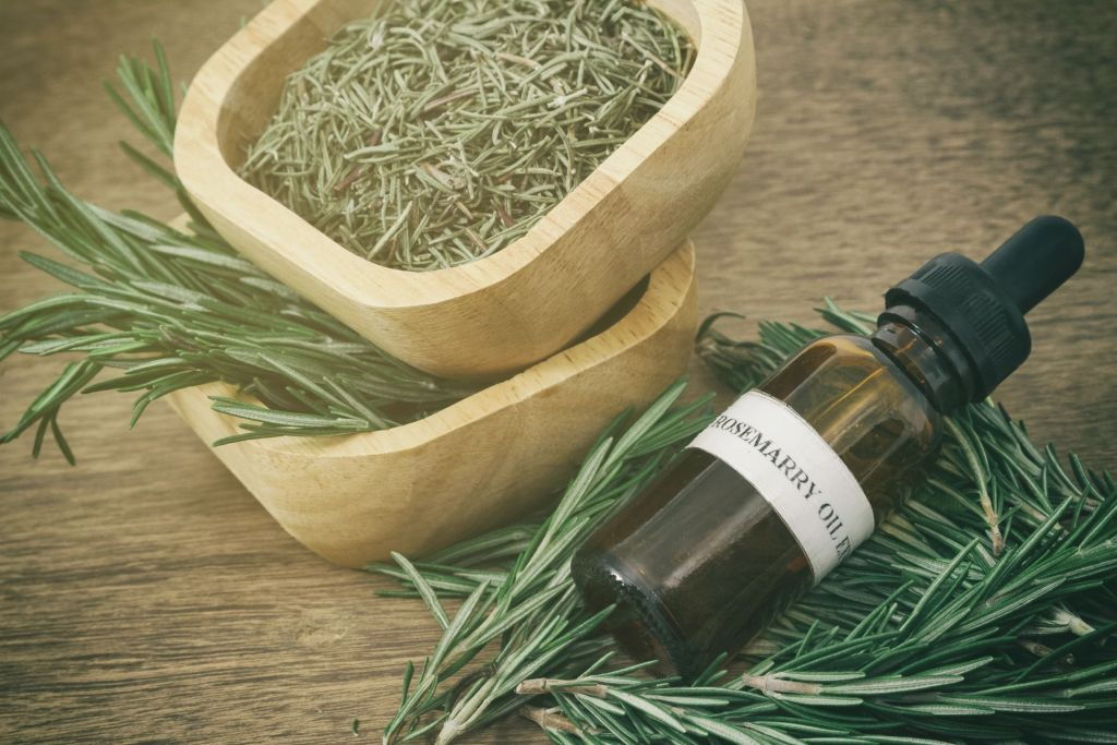 Do you know how to buy essential oils?  Yes, there's a trick to it.  Here's 5 signs of Good Quality Essential Oils