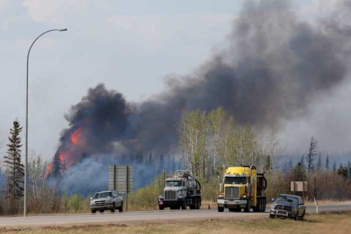 A wildfire burns near Highway 63 south of Fort McMurray, Alberta, Canada, May 8, 2016. REUTERS/Chris Wattie