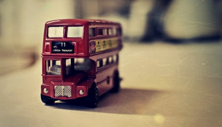 old_english_bus_toy-wallpaper-1280×800