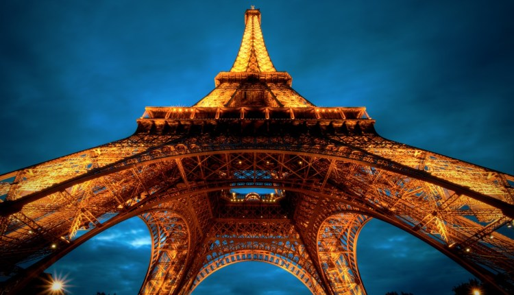 paris_at_night__eiffel_tower_view_from_below-wallpaper-1280×800