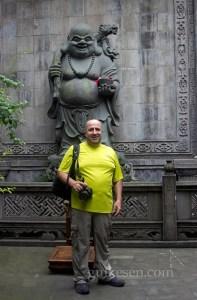 Arhat Tapınağı'ndaki Budai ve Tolga.