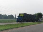 Tren canero, tung sockerrörstransport på la Panamericana.
