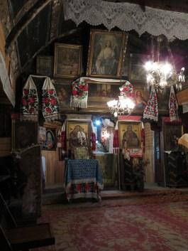 Interiör av den grekisk-katolska timmerkyrkan i Rogoz.
