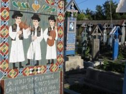 Livsglädje på glada kyrkogården.
